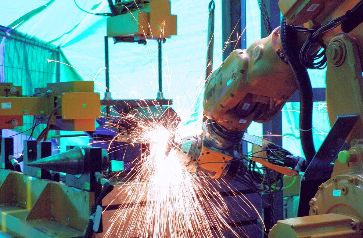 Roboti zastanou těžkou práci v kladenské huti